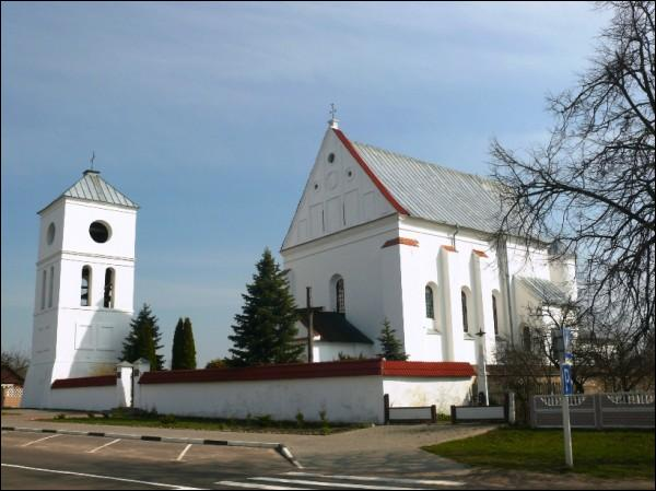 Čarnaŭčycy.  Catholic church of the Holy Trinity