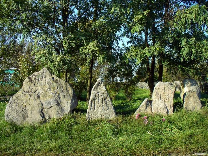 Patapavičy.   The Rocks with Crosses