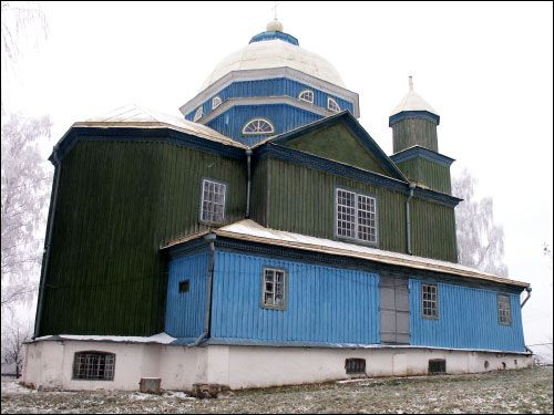 - Orthodox church of the Transfiguration. Side view (12.2004)